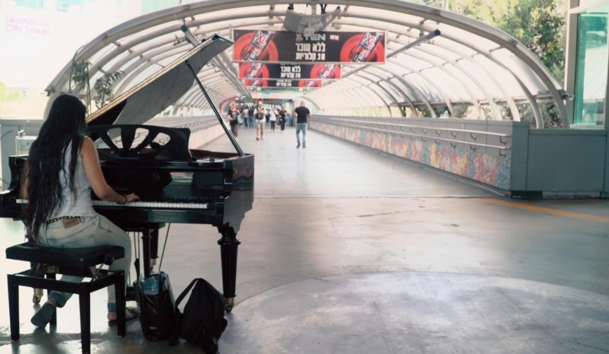 P COMME PIANO –Gare.